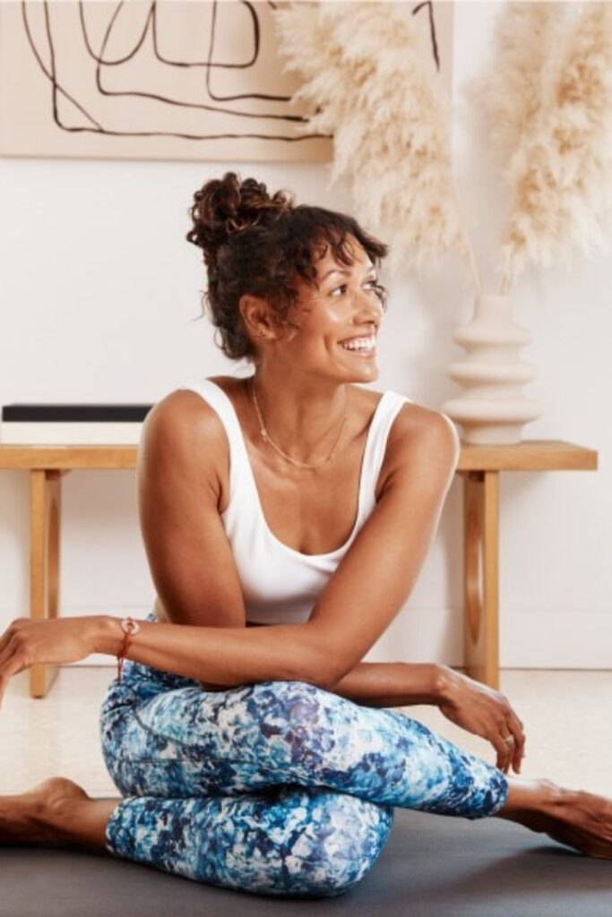 Are you ready to get sweaty and swol with this list of ethical and sustainable activewear?! You can achieve a 5K PR while also learning how to avoid fast fashion… Image by Manduka #sustainableactivewear #ethicalactivewear #sustainablejungle