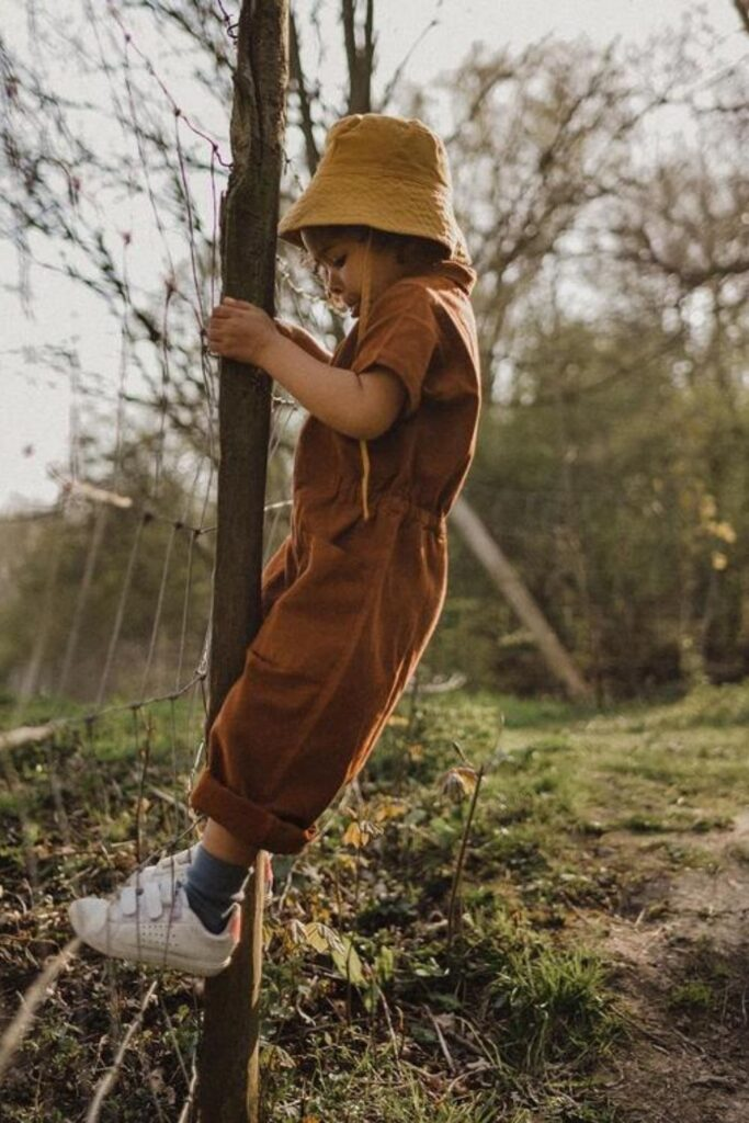 Providing kids with comfortable and safe clothes is a start, but it's even better when those clothes are produced and sold in a way that better supports the planet and the people on it. So who earns straight As in the world of ethical kids clothing? Image by Noble #ethicalkidsclothing #sustainablejungle