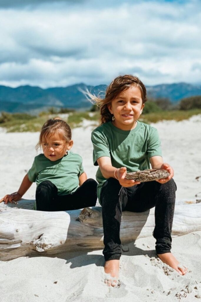 Providing kids with comfortable and safe clothes is a start, but it's even better when those clothes are produced and sold in a way that better supports the planet and the people on it. So who earns straight As in the world of ethical kids clothing? Image by Pact #ethicalkidsclothing #sustainablejungle