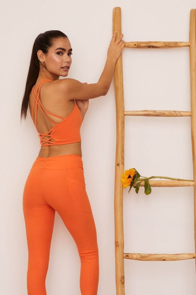 Are you ready to get sweaty and swol with this list of ethical and sustainable activewear?! You can achieve a 5K PR while also learning how to avoid fast fashion… Image by Wolven #sustainableactivewear #ethicalactivewear #sustainablejungle